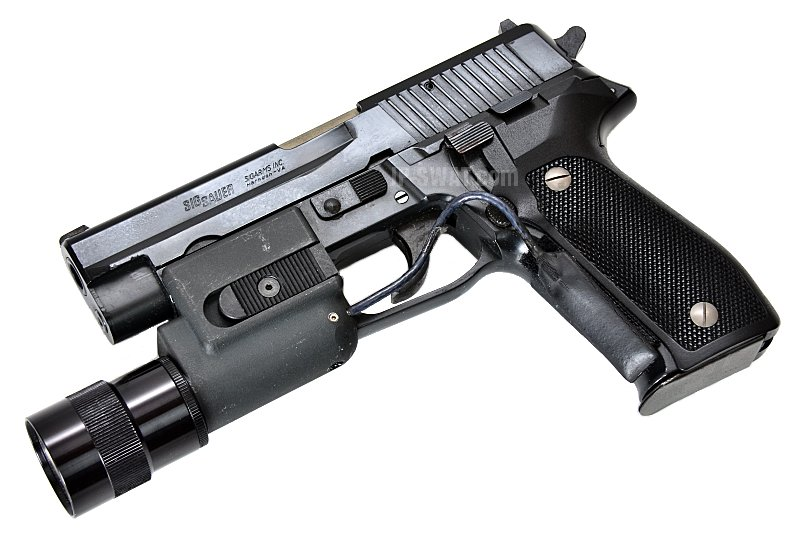 SIG SAUER P226 / SUREFIRE 3V Weapon Light