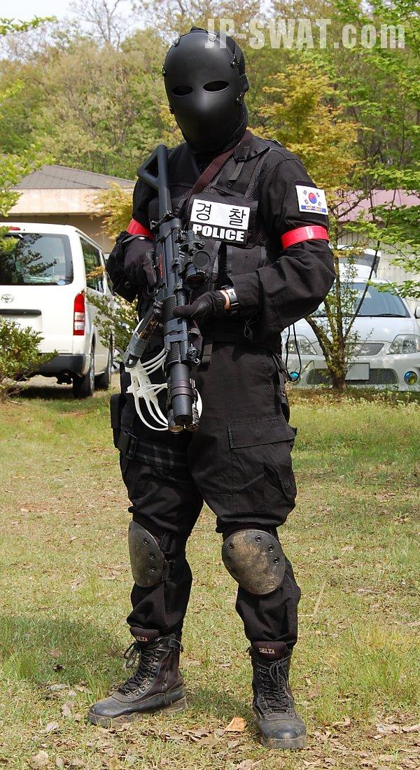 警察SWAT装備・対テロ特殊部隊装備・戦術射撃・軍事技術・危機管理技術